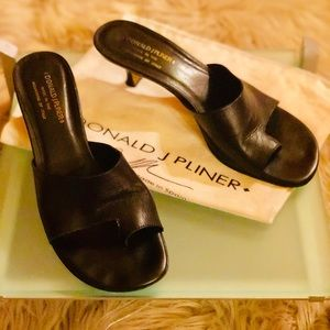 Donald J Pliner Black Toe Ring Sandal